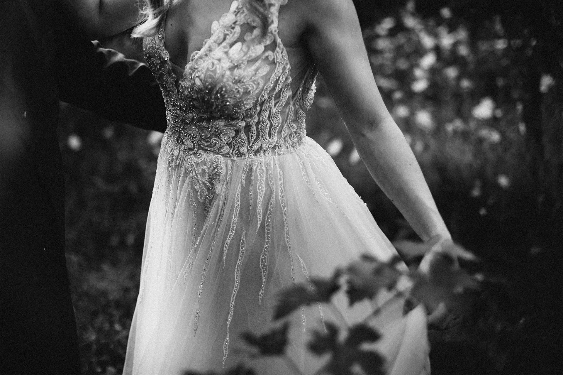 vestito della sposa al parco