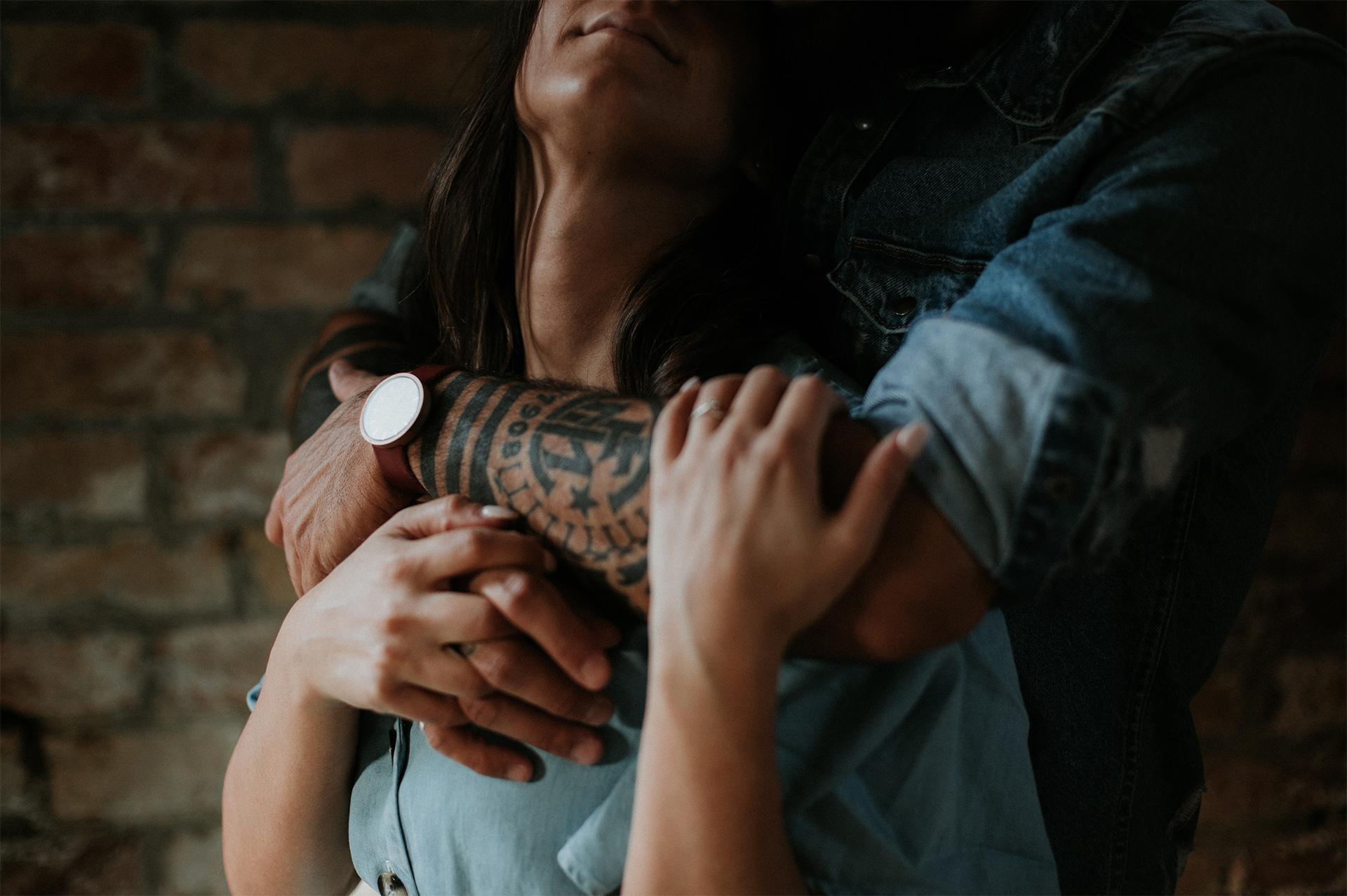 abbraccio di coppia