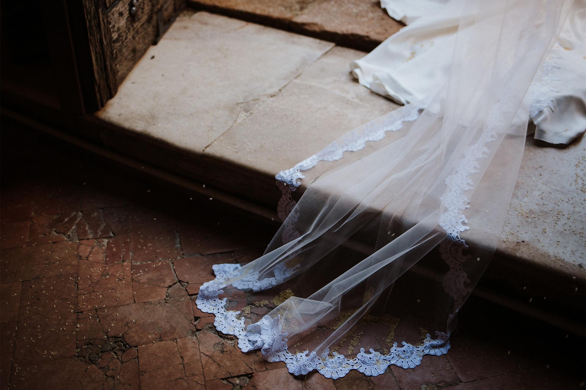 strascico dell'abito della sposa